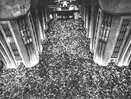 Justo antes de la tormenta: Oratorio de San José de Mount Royal, Montreal - 13 de Octubre de 1960