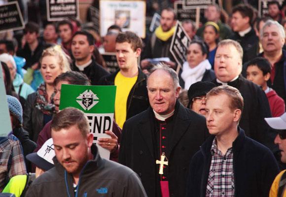 Monseñor Fellay en la Marcha por la Vida