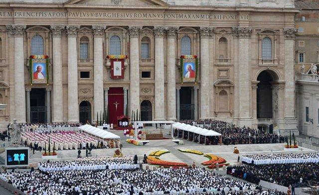 Canonizaciones y dos Papas santos II